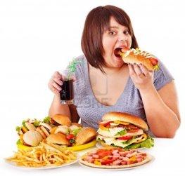 15231877-mujer-con-sobrepeso-come-comida-rapida